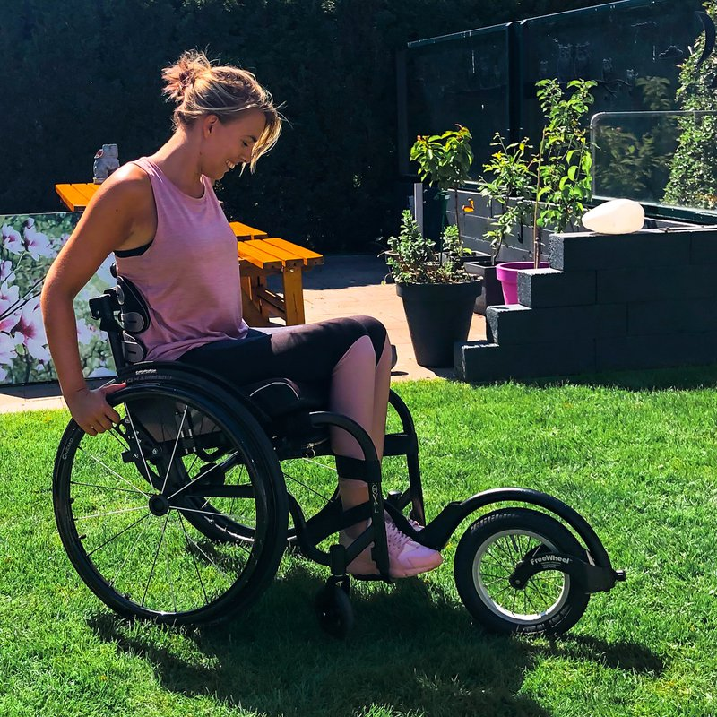 Janneke in de rolstoel met smartdrive