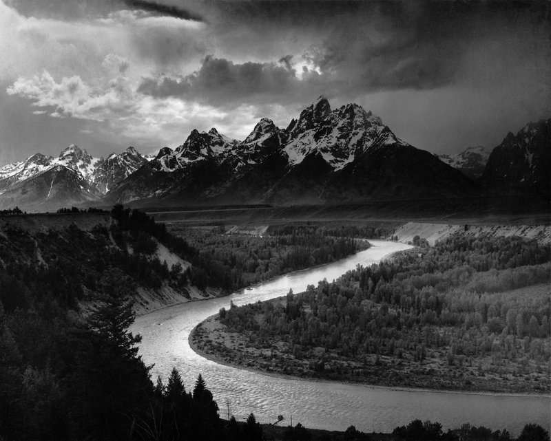 Input black and white image of a landscape