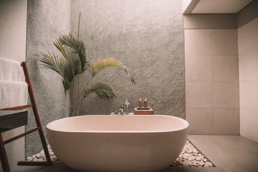 Bathroom plants add a bit of feng shui to this minimalist bathroom