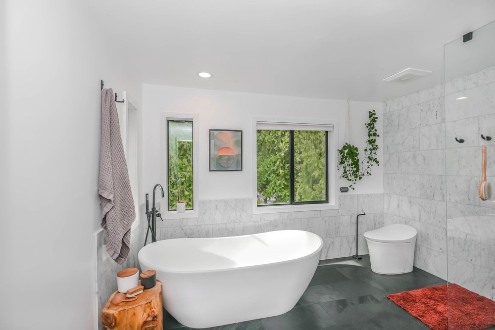7 Bathroom Decorating Ideas for a Sustainably Chic Space