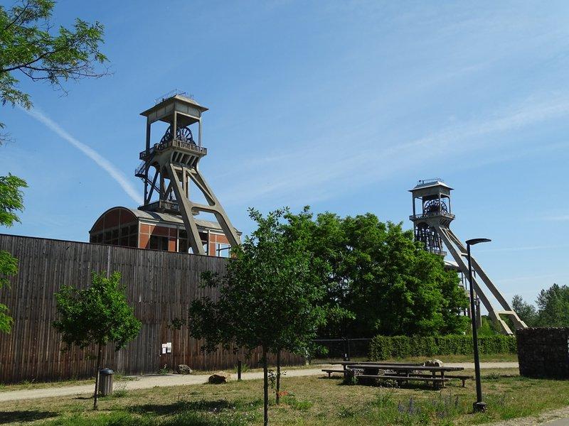 2 mineshafts in Terhills in Maasmechelen- 2 mijnschachtbokken in Terhills te Maasmechelen - 2 Bergwerksschächte in Terhills in Maasmechelen