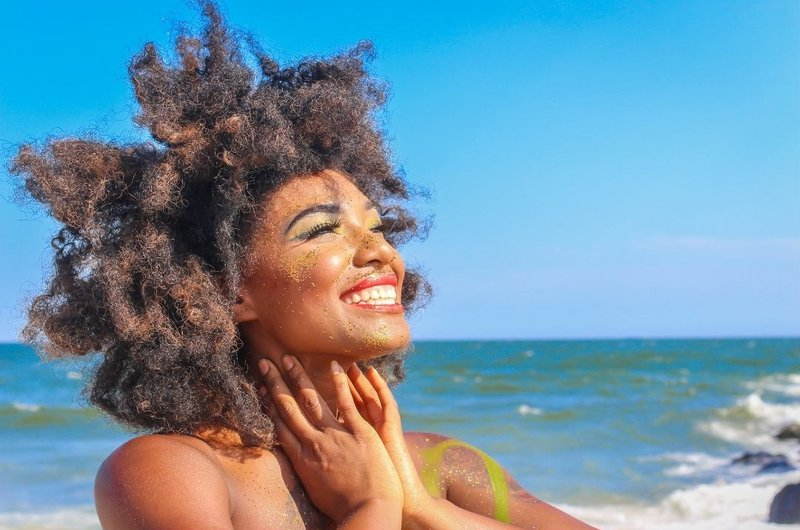 afro hair at the beach curly hair tips