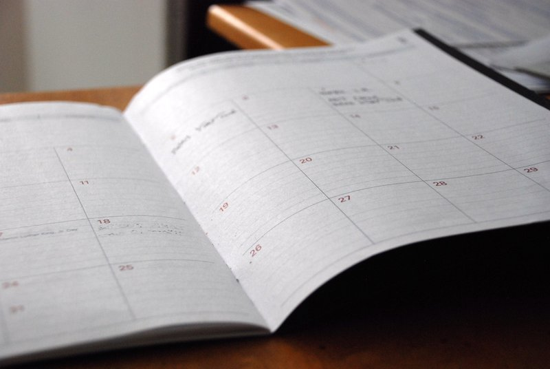 Image of physical calendar to help with planning when to apply to college