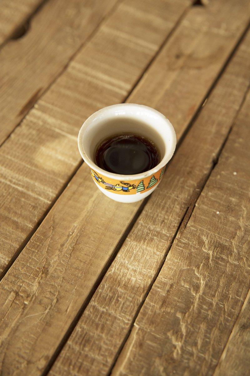 De kunst van de echte Bedoeïenenkoffie in Egypte