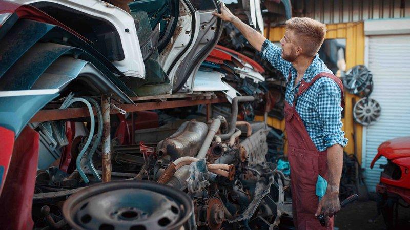 Slooppremie: wagens op een autokerkhof