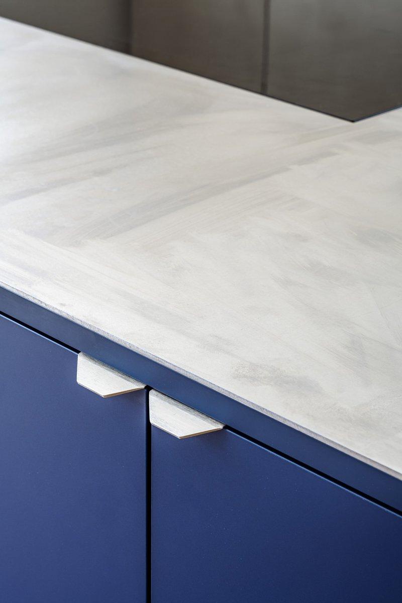 Firmax detail inox werkblad handgrepen van kastdeuren en fenix materiaal