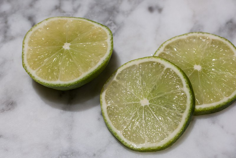 3 slices of lime