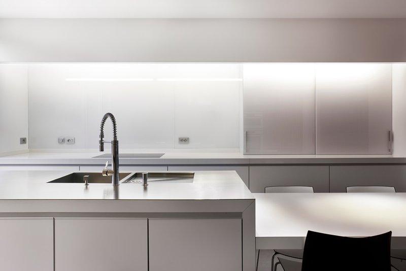 Een witte keuken raakt nooit uit de mode