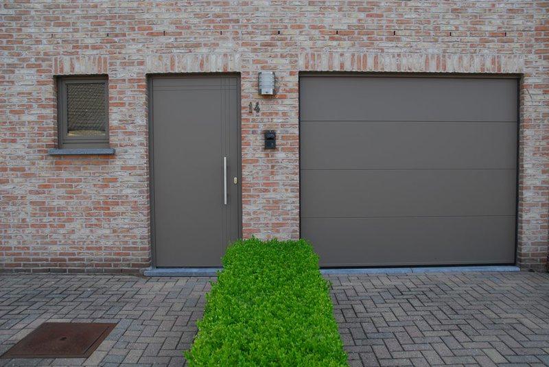 voordeur en sectionale poort
