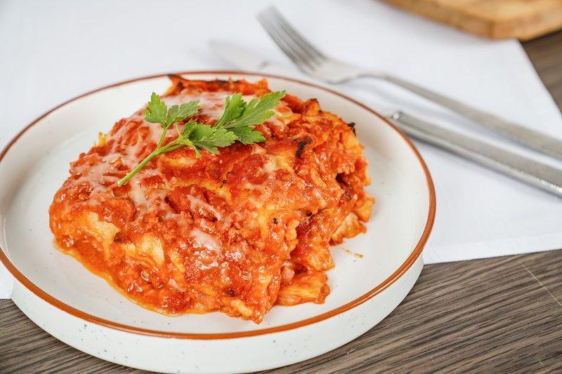 lasagne bolognaise van gusti pungitore