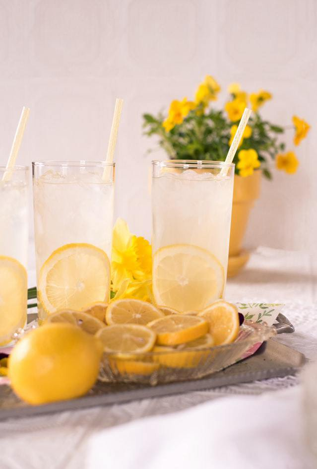 glasses of lemonade, healthy alternative to soda