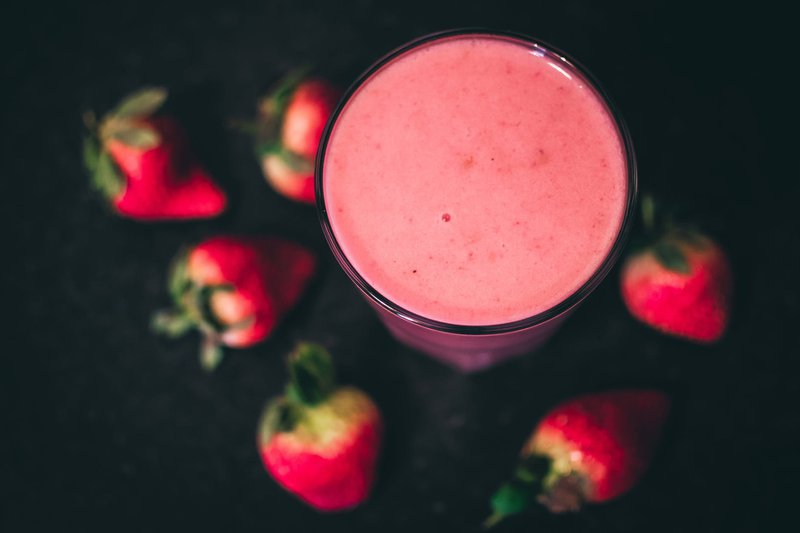 strawberry smoothie healthy drink to lower cholesterol