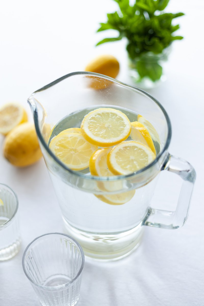 a pitcher of lemon water better than juice for sore throat