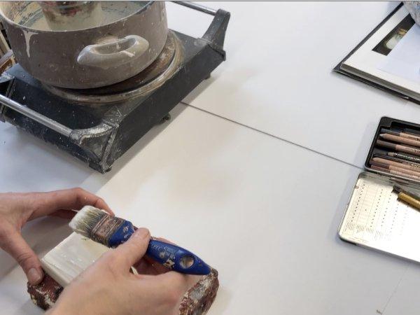 Gessatura tavola con gesso e colla naturali