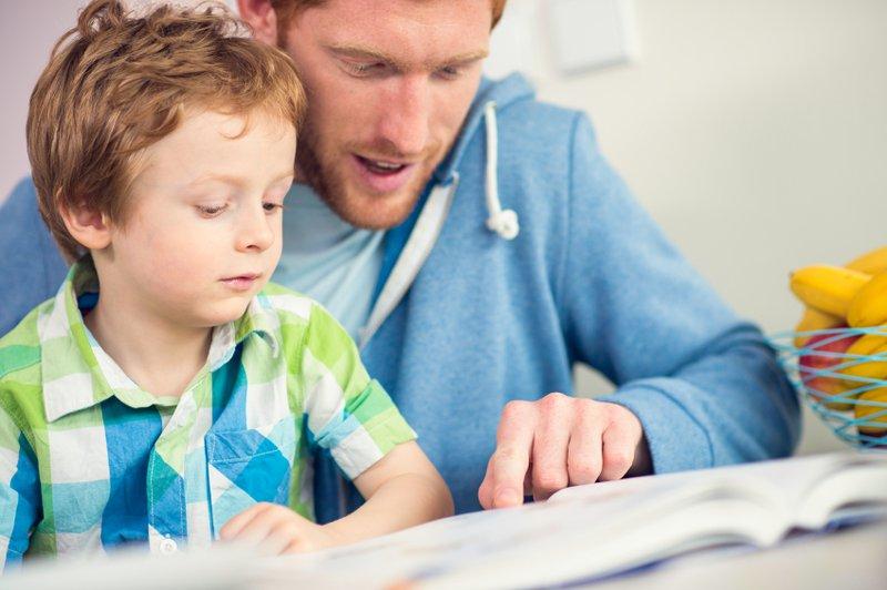 Apprendre à lire avec son papa