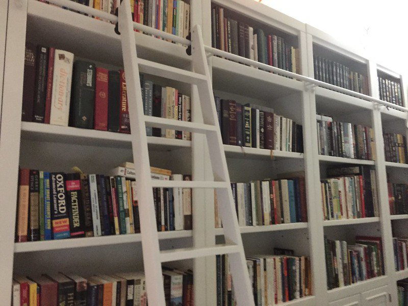 made-to-measure bookcase