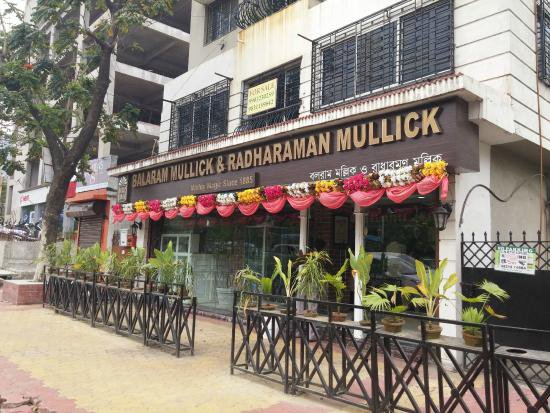 Mishti-Doi-The-Ultimate-Guide-to-Best-Street-Food-in-Kolkata