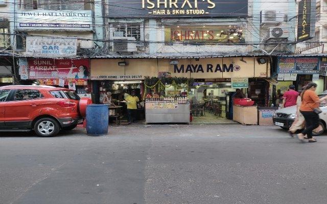 Maya-Ram-The-Ultimate-Guide-to-Best-Street-Food-in-Kolkata