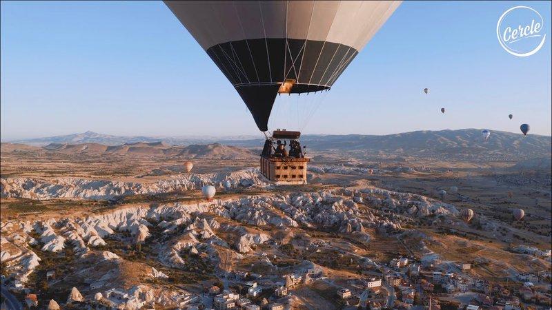 Ben Böhmer 於充滿熱氣球的土耳其上空中刷盤表演