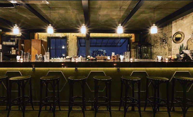 Oriole Bar 酒吧內部照