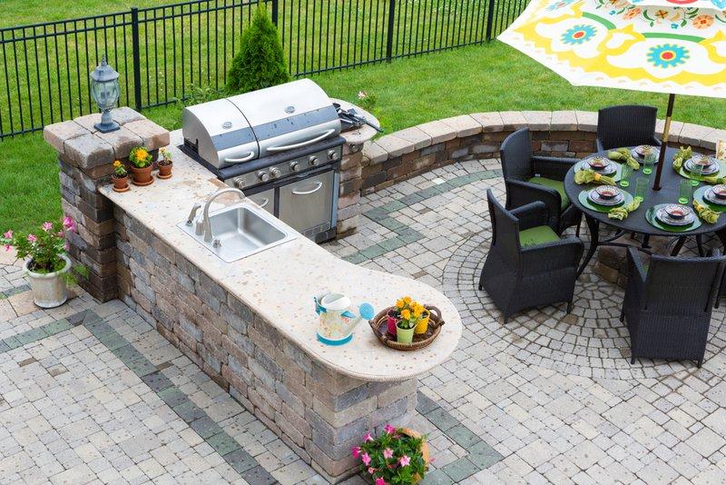 Outdoor Kitchen Layout Ideas