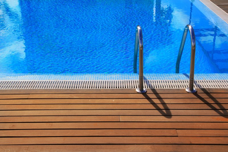 How to Choose the Right Pool Deck