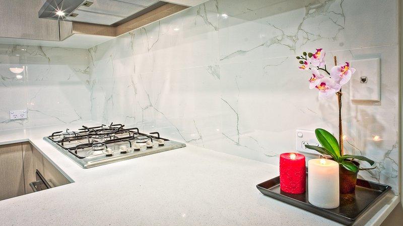 How to Choose a Backsplash with Quartz Countertops