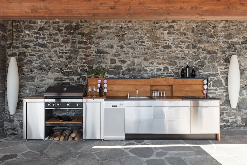 What Does an Outdoor Kitchen Need? Outdoor Kitchen Must Haves