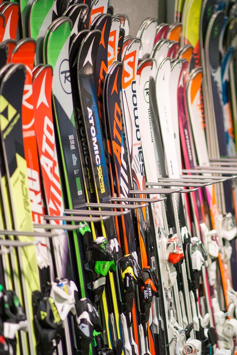 ski rental shop in Pettneu