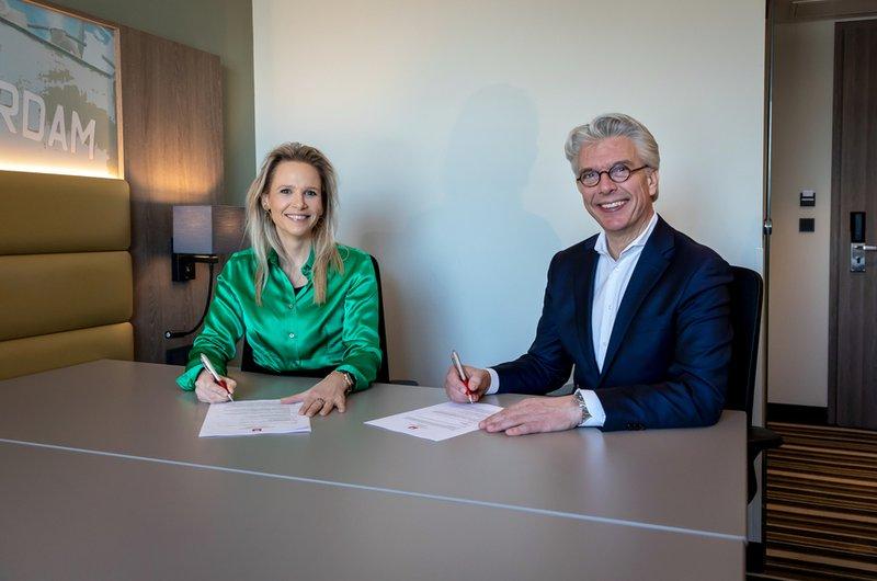 Ondertekenen contract leonardo hotels