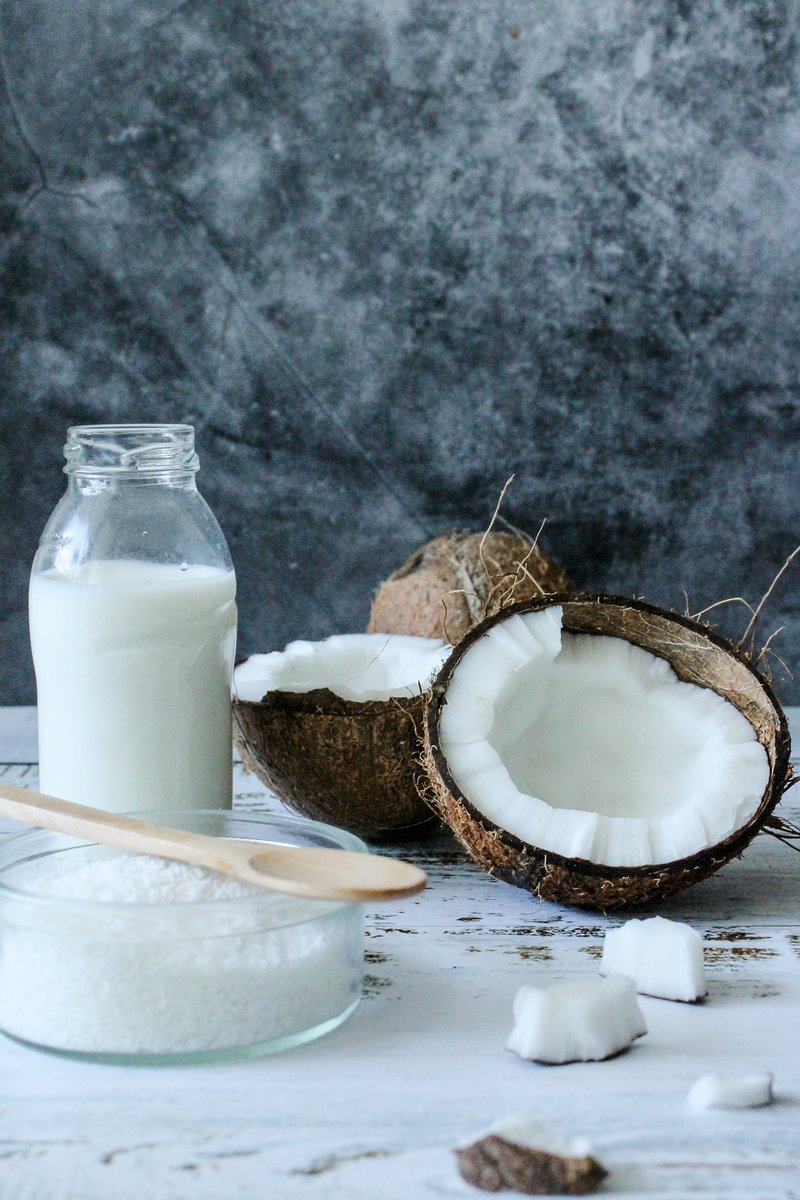 Raw coconut products, coconut flakes and coconut milk