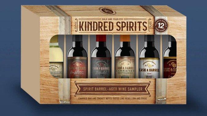 De verpakking van de Kindred Spirits-collectie van American Vintners heeft afbeeldingen die verwijzen naar de categorie sterke drank.