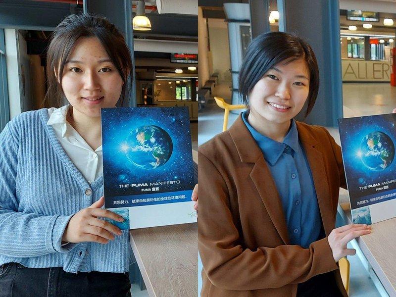 V.l.n.r.: UT-studentes Ruixuan Zhang en Mo Yang met de Chinese editie van het PUMA-manifest.