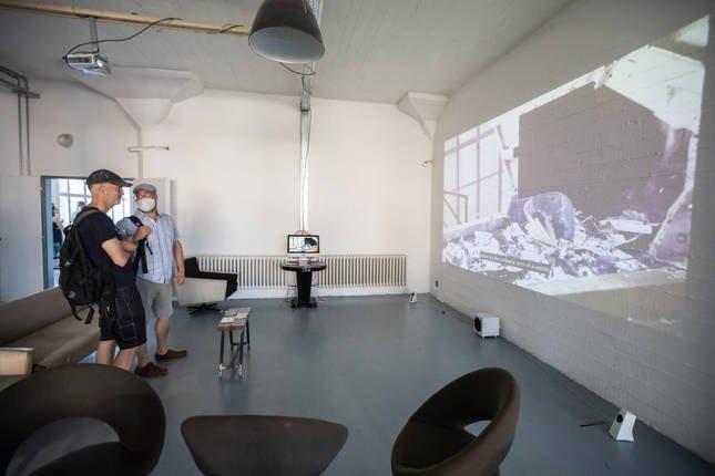 graduates inituitively combine classical creative media and audiovisual digital elements