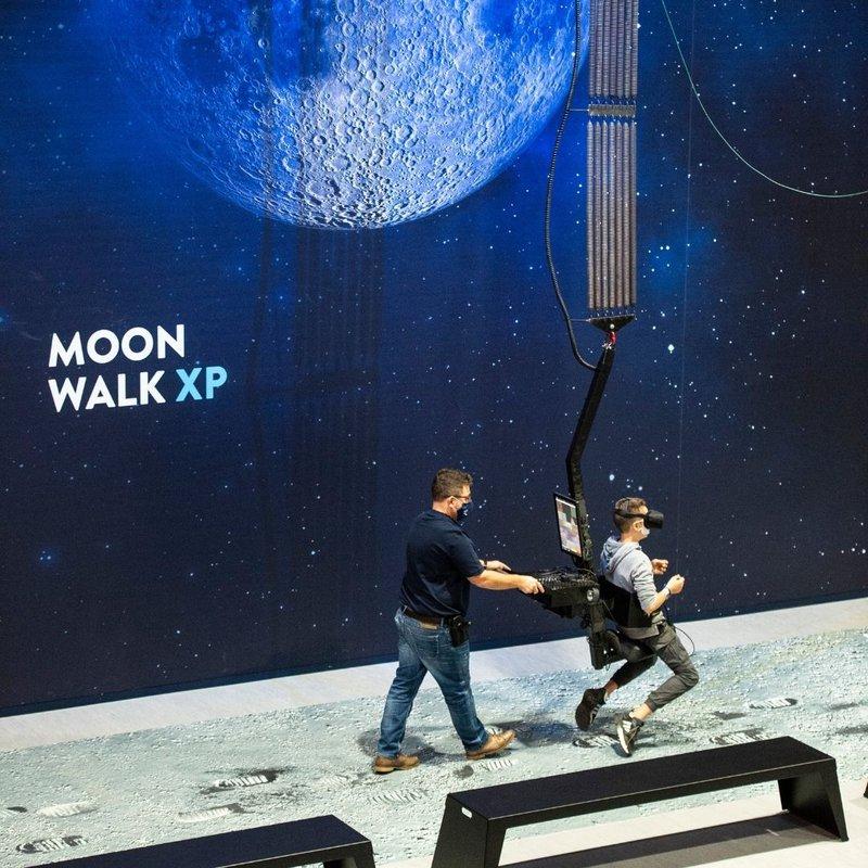 MoonWalk - Simulateur de marche sur la lune à l'Euro Space Center - Transinne