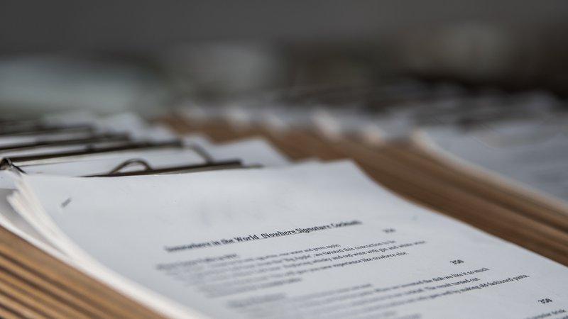 Maak het personeelshandboek digitaal beschikbaar.  Beter voor het milieu en gemakkelijker voor de medewerker!