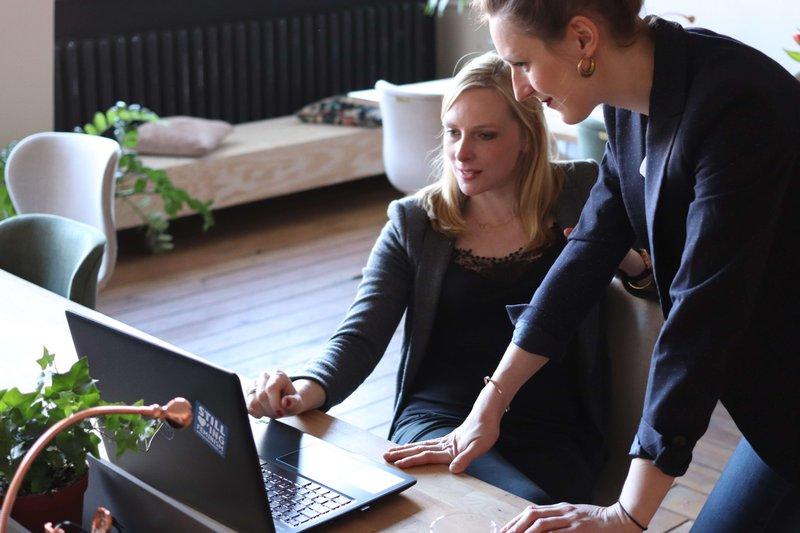 Ga in gesprek met je medewerkers om een customized hr-beleid op te zetten.
