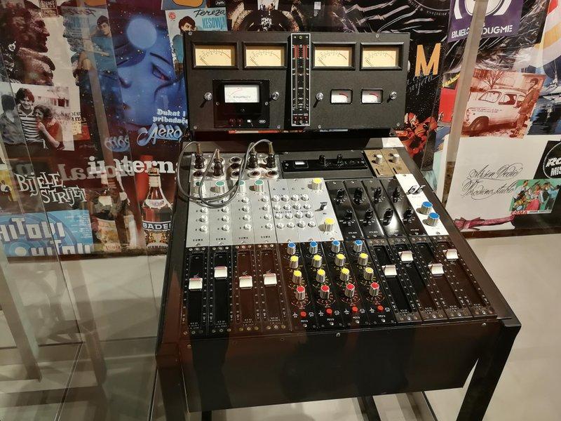 Neumann master transfer console