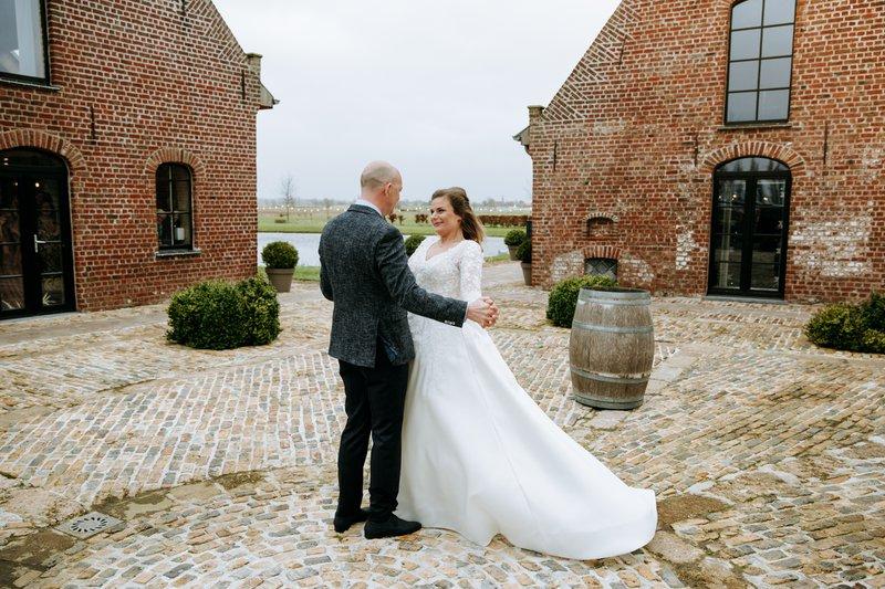 Niki & Bart's Winter Wedding in Domein 't Eikennest  - Wedding Planner: Absolutely Fabulous Weddings - Fotograaf: Wild Weddings - House of Weddings