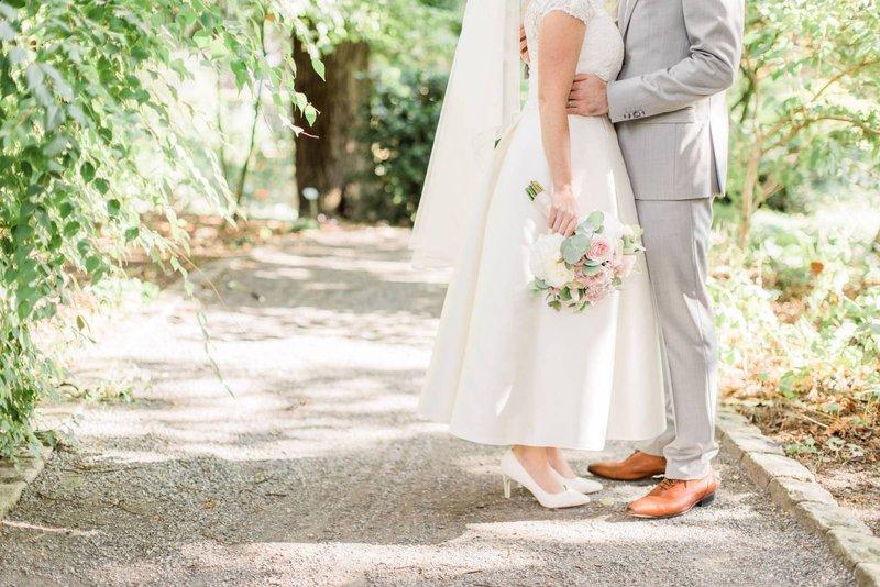 Bruidspaar met biedermeier - Degroote Bloemen - House of Weddings