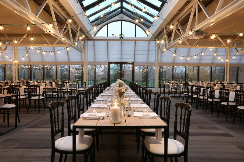 Kasteel te Lake - Feestzaal - Brouwerij - Tafels - Lichtjes - House of Weddings