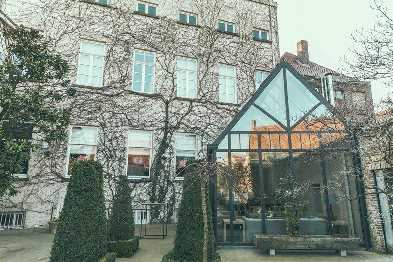 Karmeliet: historische nieuwe trouwlocatie in victoriaanse stijl met wintertuin, volledig uitgeruste keuken en mogelijkheid tot overnachting. Gelegen te Brugge, West-Vlaanderen.- House of Weddings
