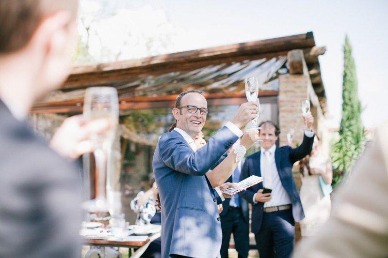 man, toosten, kostuum, champagne - Taken Bruidegom - House of Wedding