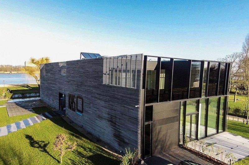 KAS: nieuwe trouwlocaties: feestzaal met open ingerichte keuken, kunst, beeldentuin, terras en zicht op de Schelde en Royerssluis. Gelegen te Antwerpen.- House of Weddings