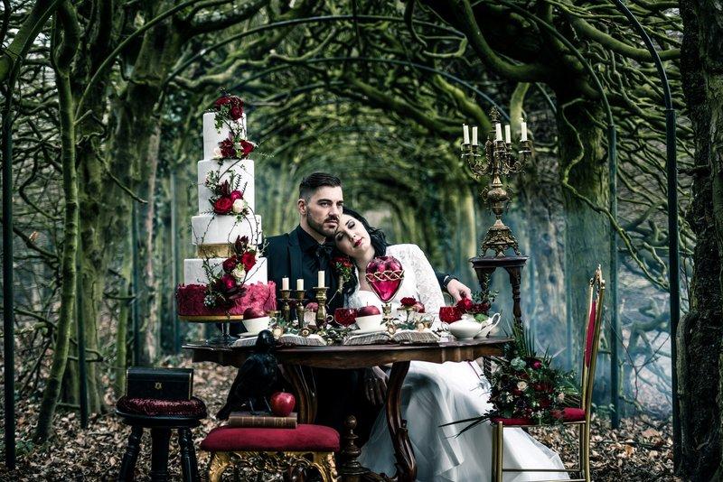 Bruid en bruidegom leefden nog lang en gelukkig Sneeuwwitje - Styled Shoot - House of Weddings