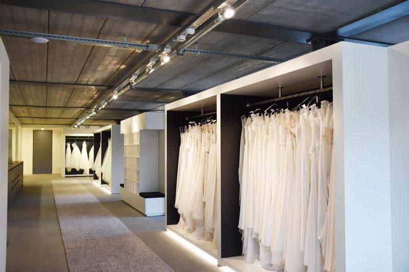 Met wie ga jij je trouwjurk kopen? - House of Weddings`