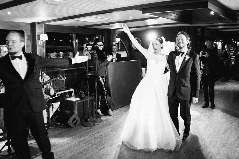 Onthaal bruidspaar op schip - Real Wedding - Elisabeth & Bill - Gert huygaerts - House of Weddings