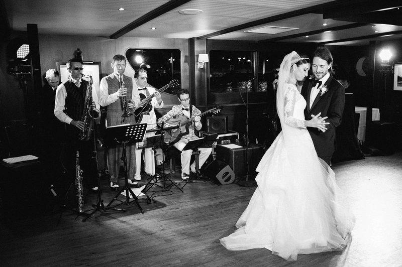 Openingsdans met live muziek - Real Wedding - Elisabeth & Bill - Gert huygaerts - House of Weddings