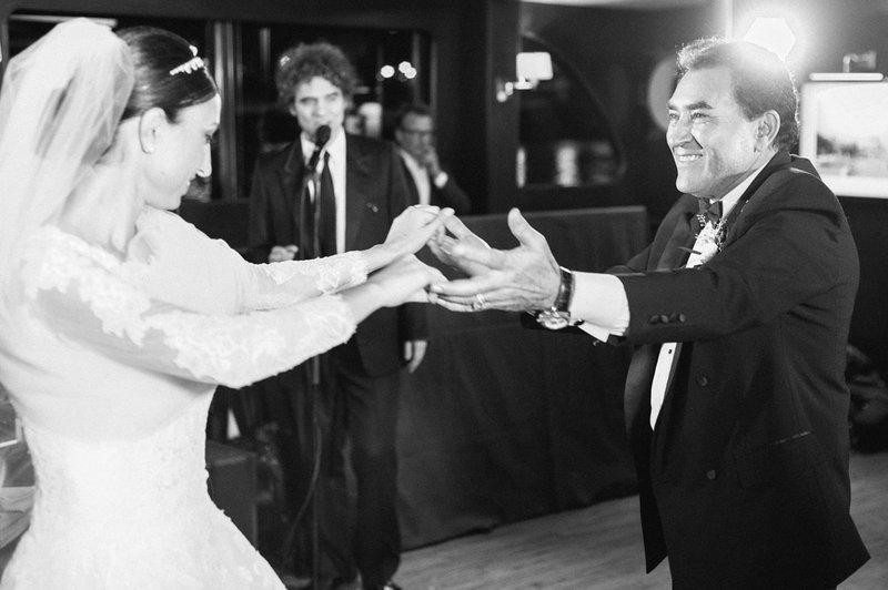 Bruid en vader op dansvloer - Real Wedding - Elisabeth & Bill - Gert huygaerts - House of Weddings