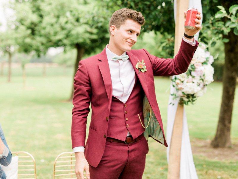 Stijlen trouwpak gekleurd kostuum bruidegom - Café Costume - House of Weddings